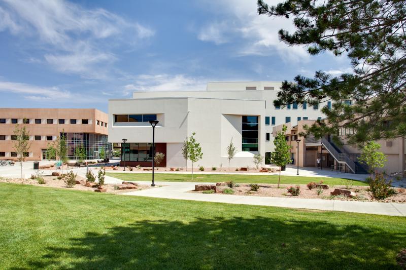 UNM Anderson School McKinnon Center for Management landscape